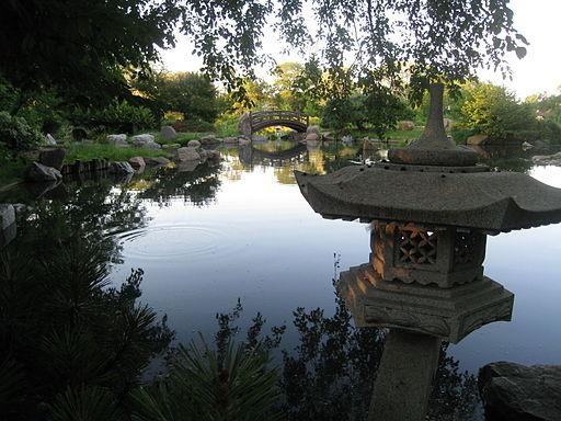 Stone_lantern_Osaka_Garden_Jackson_Park_Chicago